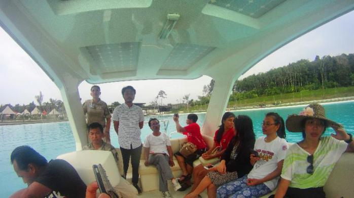 Tour dengan kapal tenaga surya