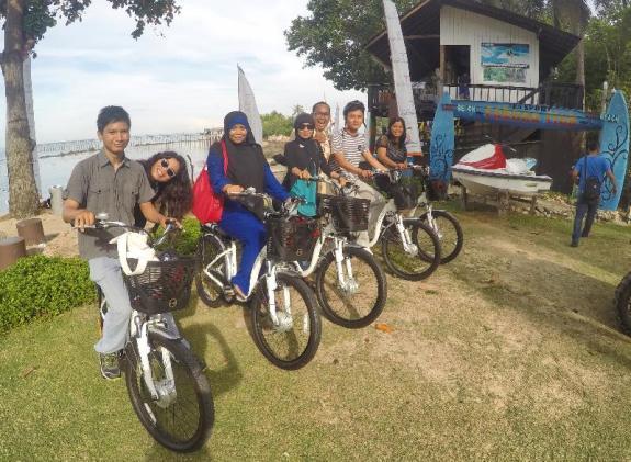 Blogger Batam di e-Bike. Naik sepeda ngga pake capek lho..