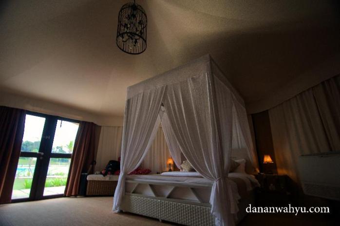 tempat tidurnya uyeh banget untuk pasangan honeymoon