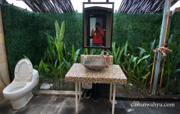 kamar mandinya alami :D