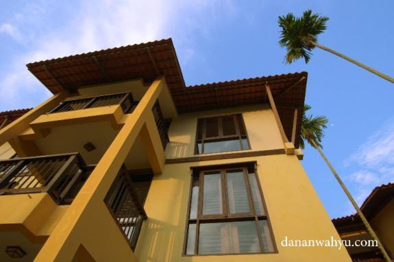 Tiga lantai Nirwana Resort Hotel