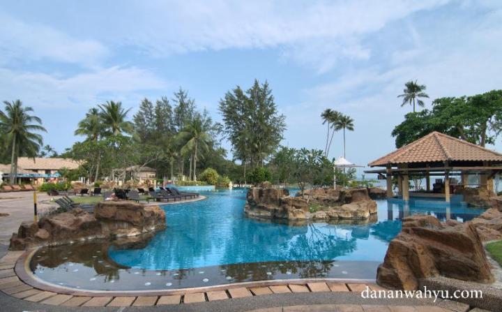 Kolam Renang Nirwana Resort Hotel