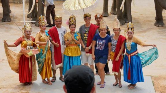 mengenal budaya nusantara di Jumbo Elephant Park