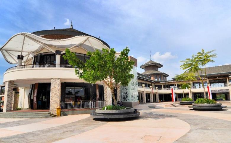 Plasa Lagoi wahana wisata belanja bergaya arsitektur gonggong