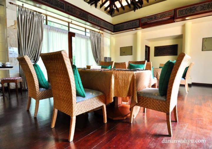 ruang makan Indra Maya Villas