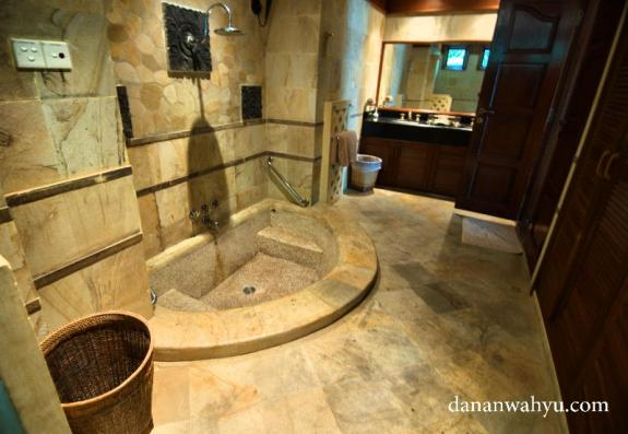 kamar mandi Indra Maya Villas