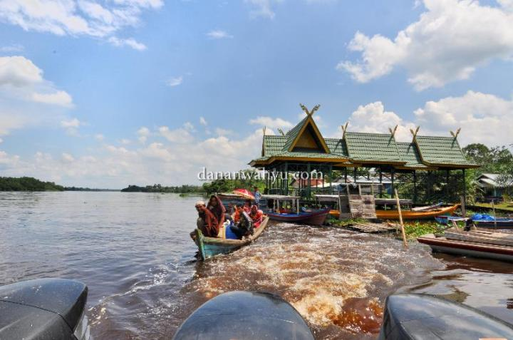 pelabuhan kecil di sisi sungai Kampar