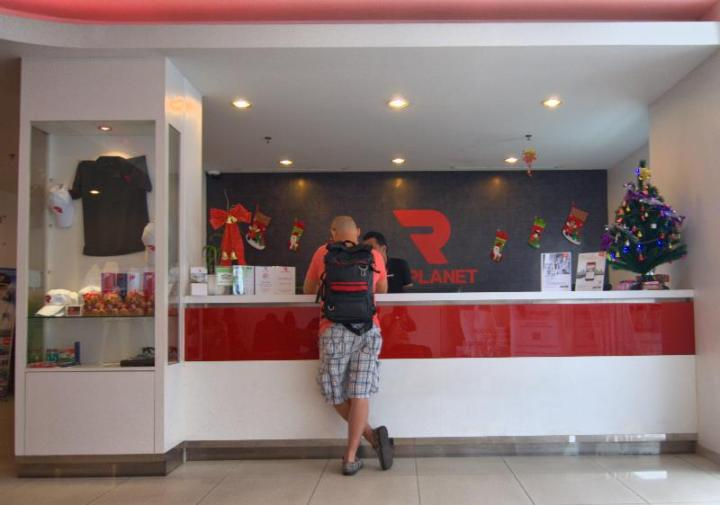 Lobi Red Planet Hotels Pekanbaru