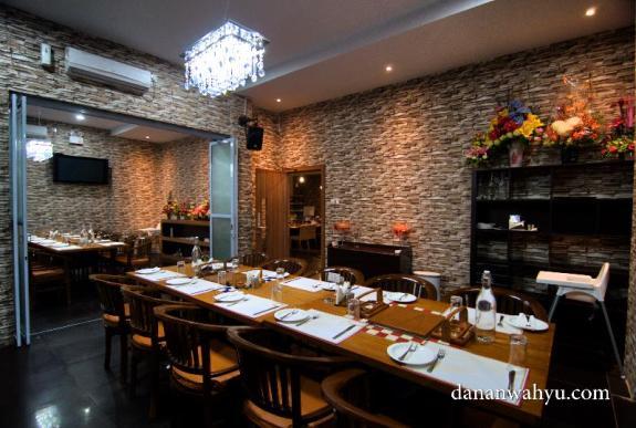 Ruang makan indoor untuk rapat dan seminar