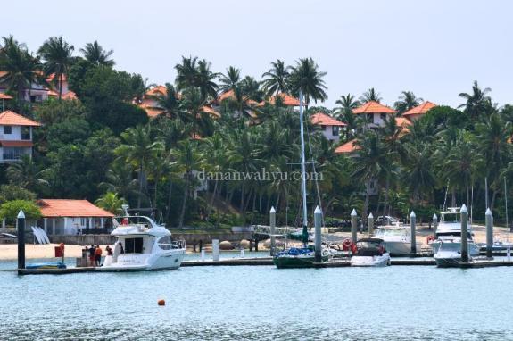Pelabuhan yacht , halaman rumah penghuni Nongsa Point Resort