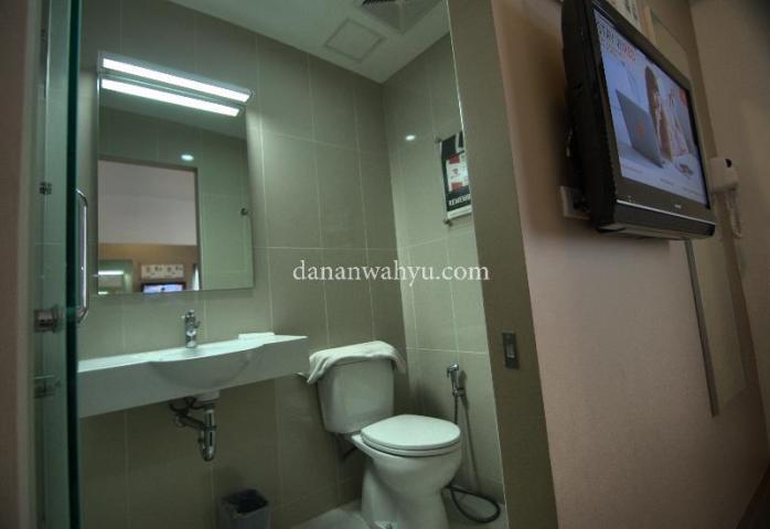 Kamar mandinya lega , nyaman dan bersih