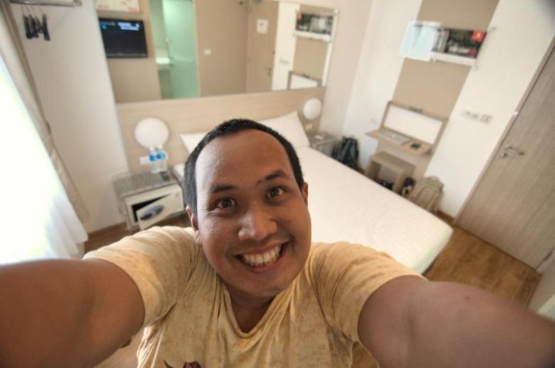 Selfie, sebelum kamar diacak-acak