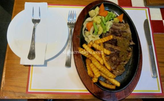 Steak ala The Pier Cafe & Grill