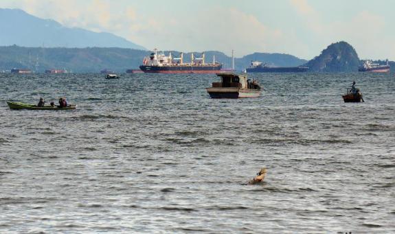 teluk Lampung dengan gugusan pulau-pulau kecil