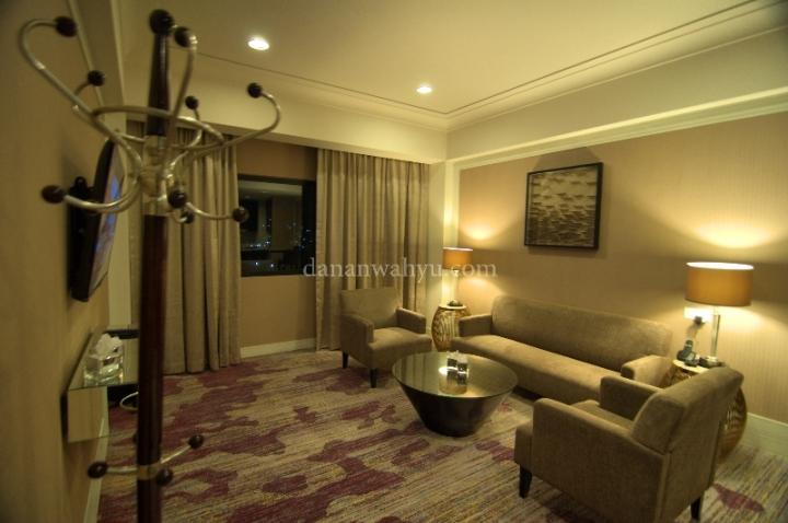 ruang tamu Suite Room dan Deluxe Apartement