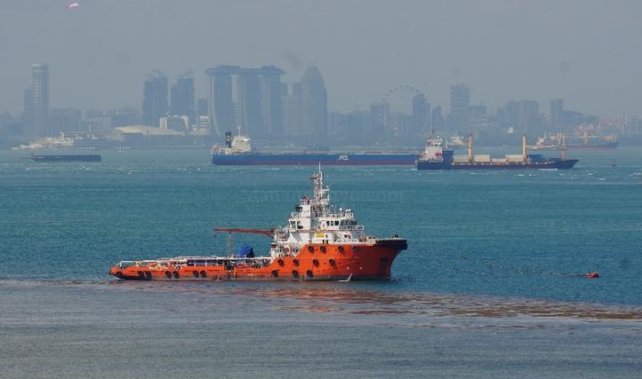 kapal kapal besar di Selat Philips