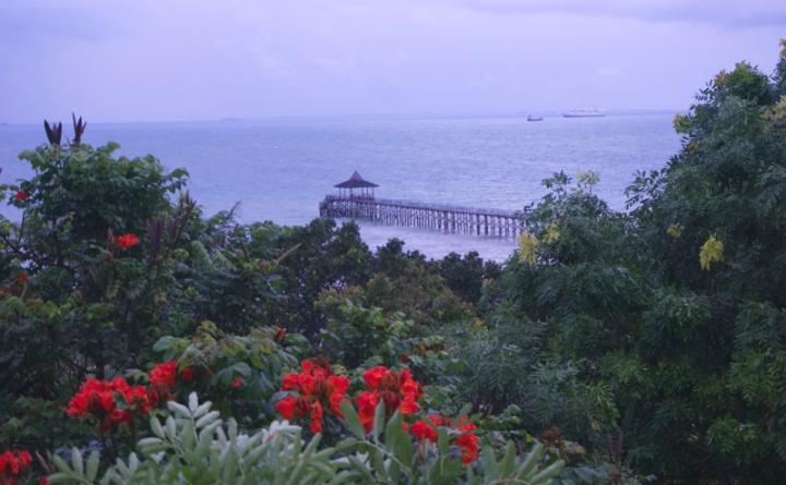 Memandang jeti Turi Beach dari balkon kamar