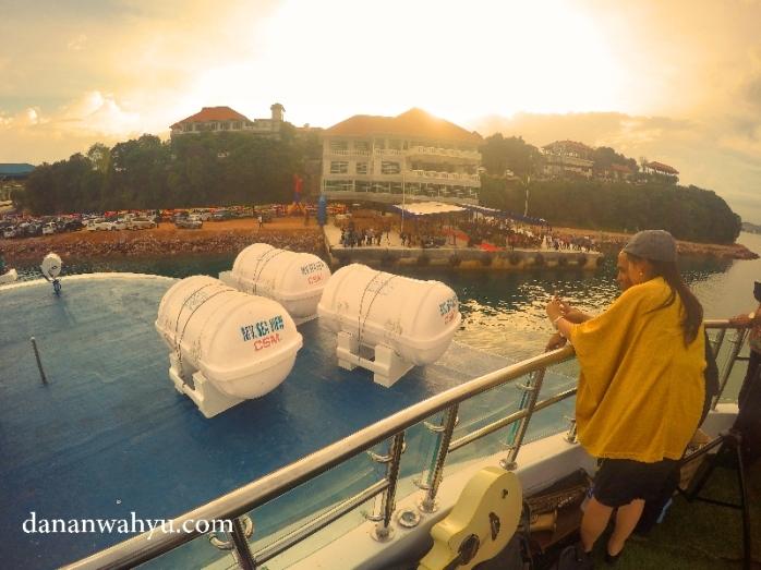 suasana romantis di atas MV Sea View