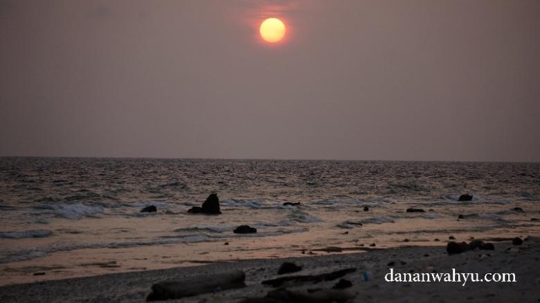 matahari tenggalam di Durai