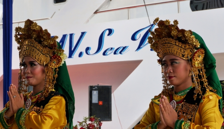 tari persembahan membuka peresemian MV Sea View