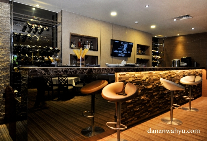 tempat kongkow maksimal di Barletta Bar & Lounge