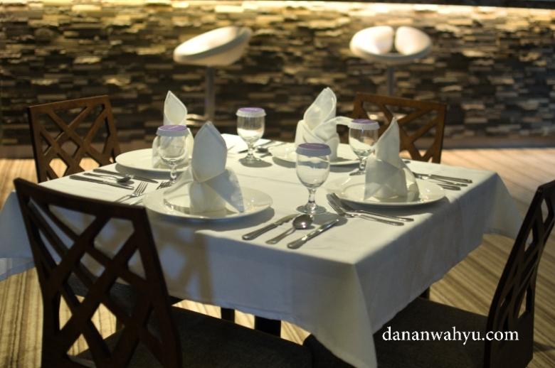 ingin menikmati ritual makan malam penuh sensasi rasa?
