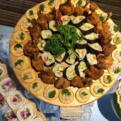 Sushi Roll, Chicken Drumstick dan Tuna Cracker - dari tengah ke luar