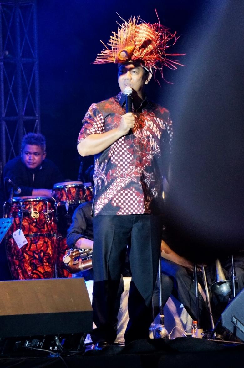Bapak Hendrar Prihadi memberi sambutan di Semarang Night Carnival 2016