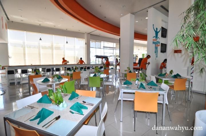 ruang makannya luas banget yah