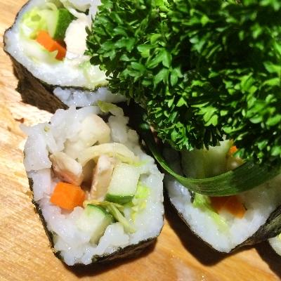 hijau putih Sushi Roll