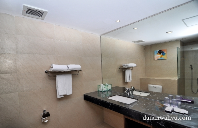 kamar mandinya luas dan bersih