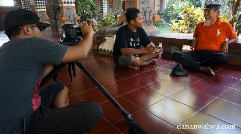 mewawancarai Bapak A Prayitno
