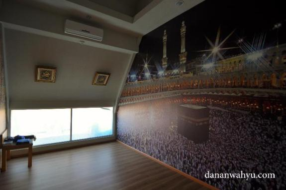 musholla , berasa sholat di Mekah