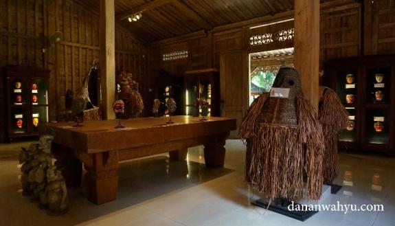 topeng asal papua