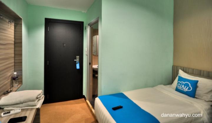 kamar kecil yang nyaman dipersembahkan oleh Airyrooms
