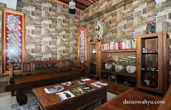 ruang baca di lantai satu salah satu favorit saya :D