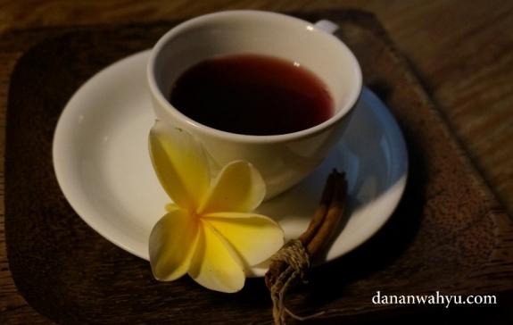 sajian teh rempah menyapa hari di Puri sunia Resort