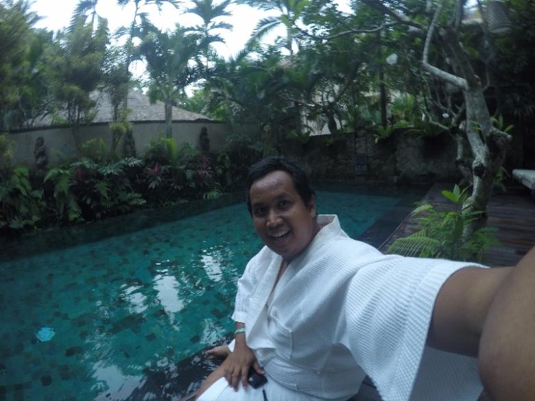 selfie sebelum berenang santik