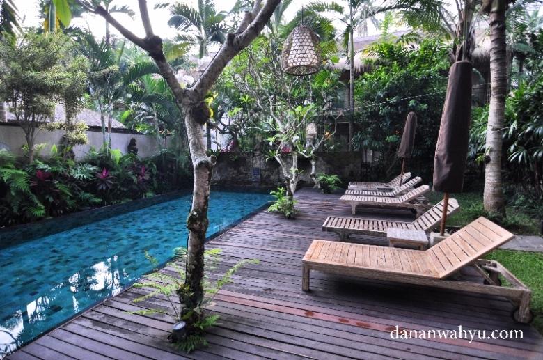 salah satu kolam renang di Puri Sunia Resort