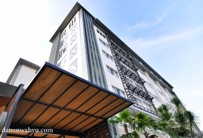 Tampak muka Clove Garden Hotel Bandung