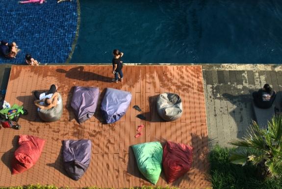 kolam renang , tempat favorite menghabiskan waktu liburan