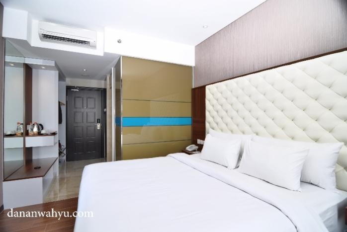 kamar tanpa lemari tertutup