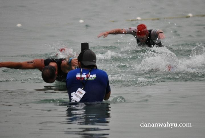 Totalitas fotografi merekam momen bersejarah Ironman 70.3 Bintan 2016