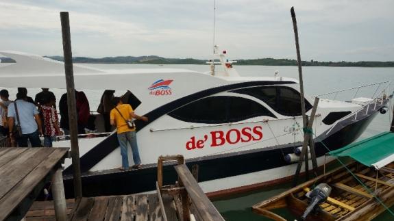 kapal de' Boss bersiap di kelong Resto Air Masin