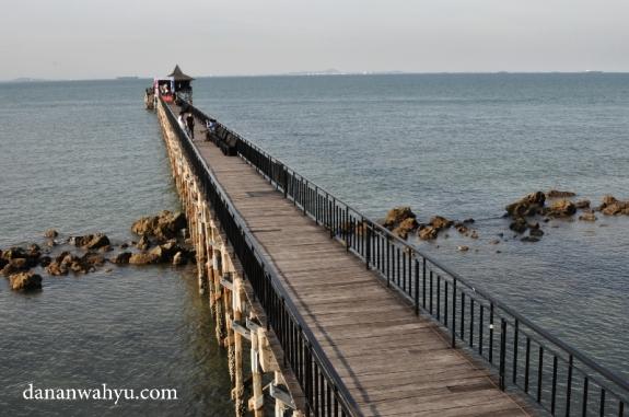 Ini lho catwalk di atas air sepanjang 220 meter