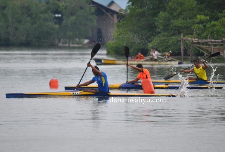 sengitnya pertandingan lomba kayak kelas pria