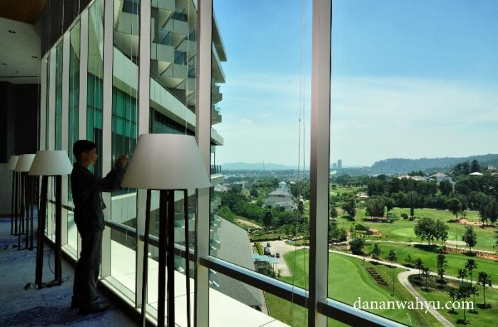 satu-satunya hotel di pusat kota Batam dengan pemandangan resor