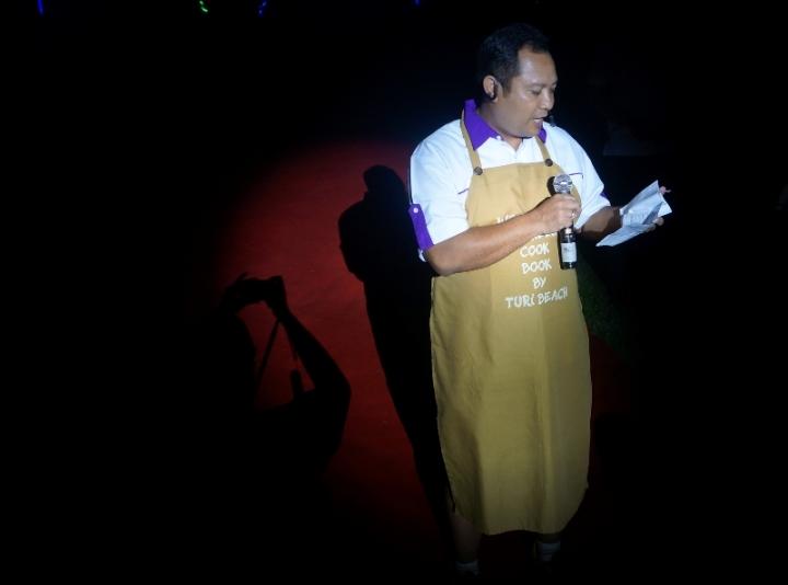 Endang Sumantri mengumumkan pemenang lomba