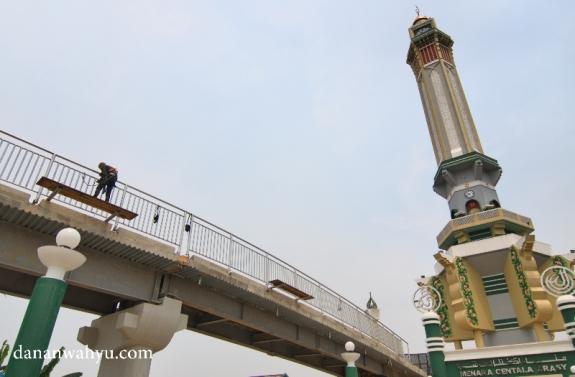 Tahap akhir pembanunan jembatan Titian Arasy