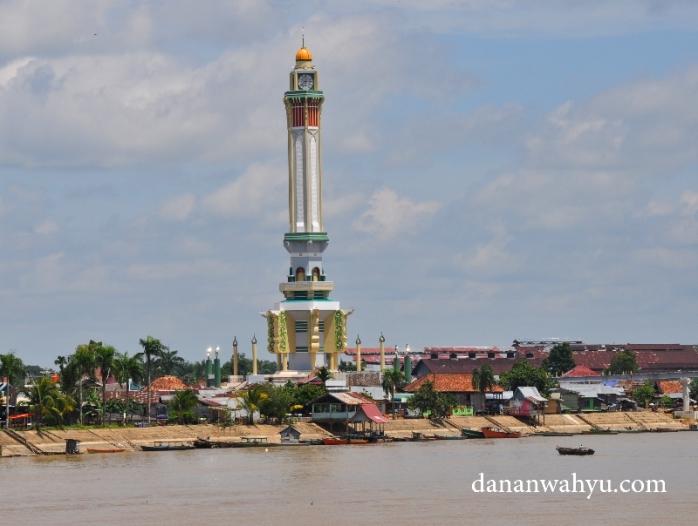 Bangunan menara Gentala Arasy terlihat menonjol